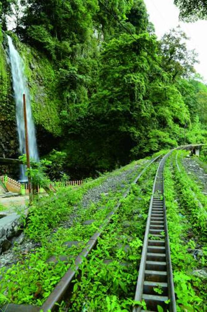 Spoorwegen aangelegd naar het mijngebied.