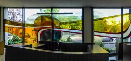 Noodkreet RL en CDA: 'Red het glaskunstwerk in het stadskantoor van sloop'