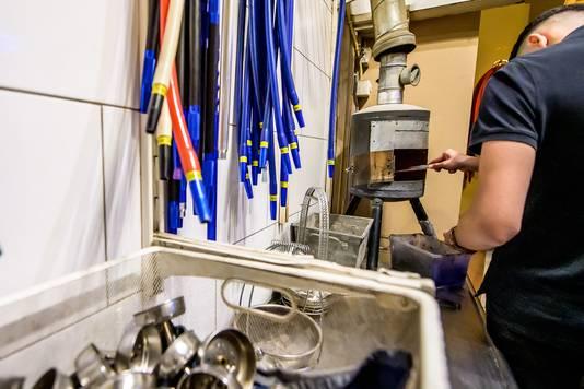 Het keukentje in shishalounge Elfida in Roosendaal, waar de shisha klaargemaakt wordt.