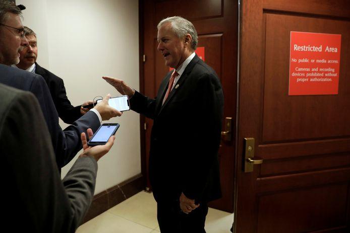 Congreslid Mark Meadows bij de beveiligde verhoorruimte waar Laura Cooper een verklaring zou afleggen.