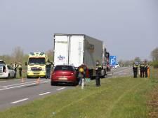 Dode bij frontale botsing tussen vrachtwagen en personenauto bij Wijhe