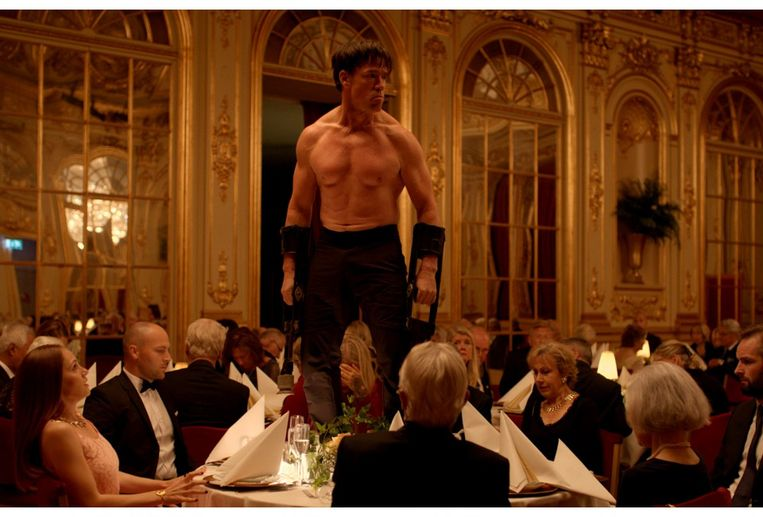 Een videostill van de Zweedse film 'The Square'.