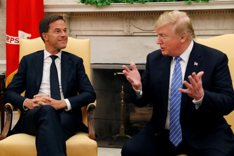 Premier Mark Rutte ontmoet de Amerikaanse president Donald Trump in de Oval Office van het Witte Huis
