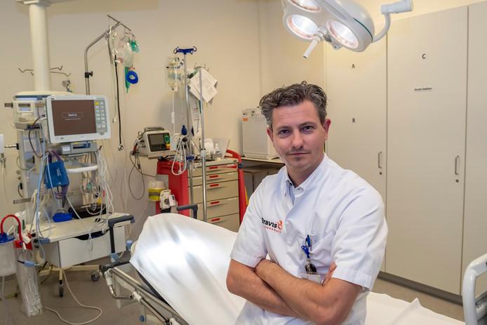 Robbert Groenewegen is medisch manager van de afdeling spoedeisende hulp van het Bravis ziekenhuis. Hij is te zien in de EO-serie 'Tygo in de GHB'.