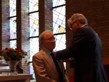 Koninklijke onderscheiding voor koster Nieuwenhuis uit Twello