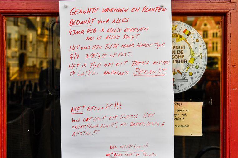 Aan de deur van Den Ommeganck hangt een afscheidsbrief van de uitbater.