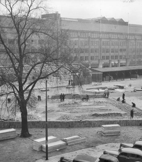 Besmette tegels op het Vredenburgplein, zowel in 1946 als in 2019