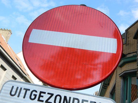 Je mag de straat niet in.