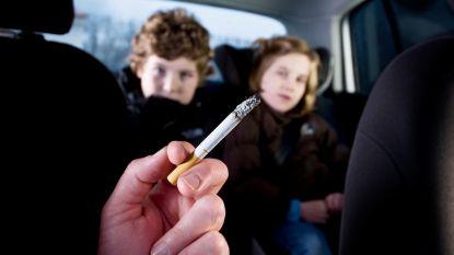 Roken in auto met kinderen? Celstraf of boete van 100 tot 250.000 euro