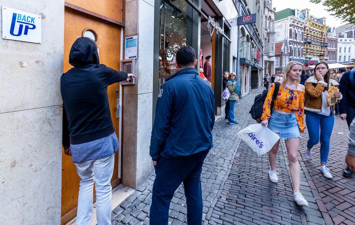 Deventer gaat toch onderzoek doen naar het aantal zwerfjongeren in en om de stad.