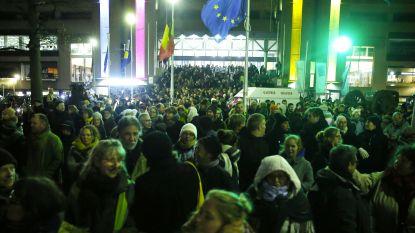 Duizenden mensen protesteren aan Maximiliaanpark tegen asielbeleid van regering