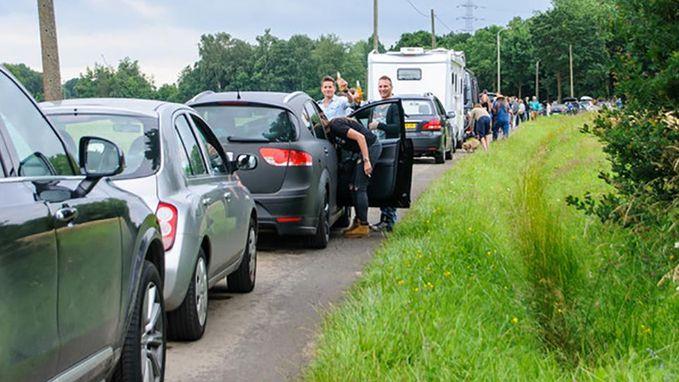 """""""Oplichterij!"""" Parkeerbeleid Rock Werchter doet bloed koken bij festivalgangers"""