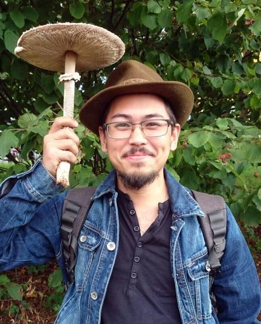 Amateurmycoloog Michel Beeckman beheert dertig paddenstoelgroepen op Facebook.