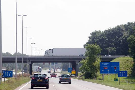 Het knellende knooppunt A3-A1 gezien vanuit de richting Ede.
