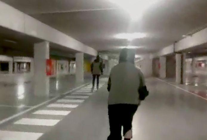 Tom gaat elke week met 3 vrienden skaten in ondergrondse parkings in Gent.