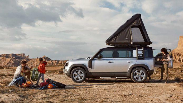 Een nieuwe Land Rover Defender met een daktent: misschien wel de ideale vakantie-auto?