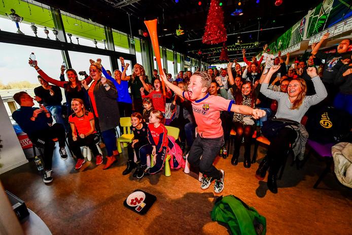 Bij de Schiedamse handbalvereniging Ventura ging het dak eraf toen hun voormalig clubgenoot met haar team de WK-finale won.