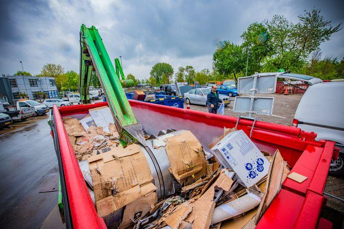 Door de coronacrisis is er veel meer troep gebracht naar de gemeentewerf in Naaldwijk.
