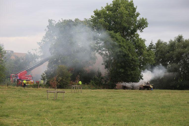 De brand veroorzaakte een grote rookwolk