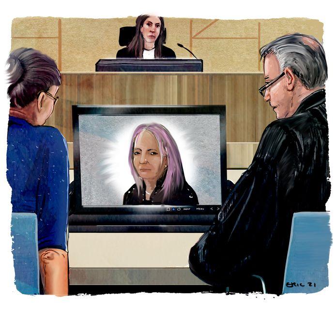 Mieke H. spreekt via een beeldscherm in tijdens de rechtszaak tegen haar.