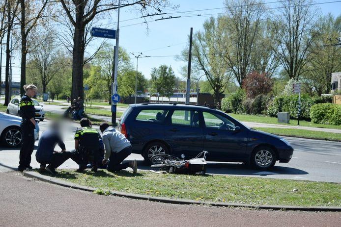 Een vrouw op een fiets raakte vrijdagmiddag gewond bij de aanrijding in Arnhem-Zuid.
