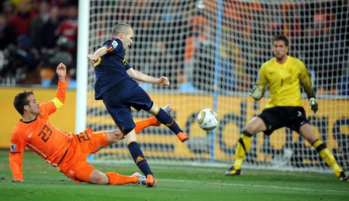 Iniesta scoort de winnende tegen Oranje in de WK-finale van 2010.