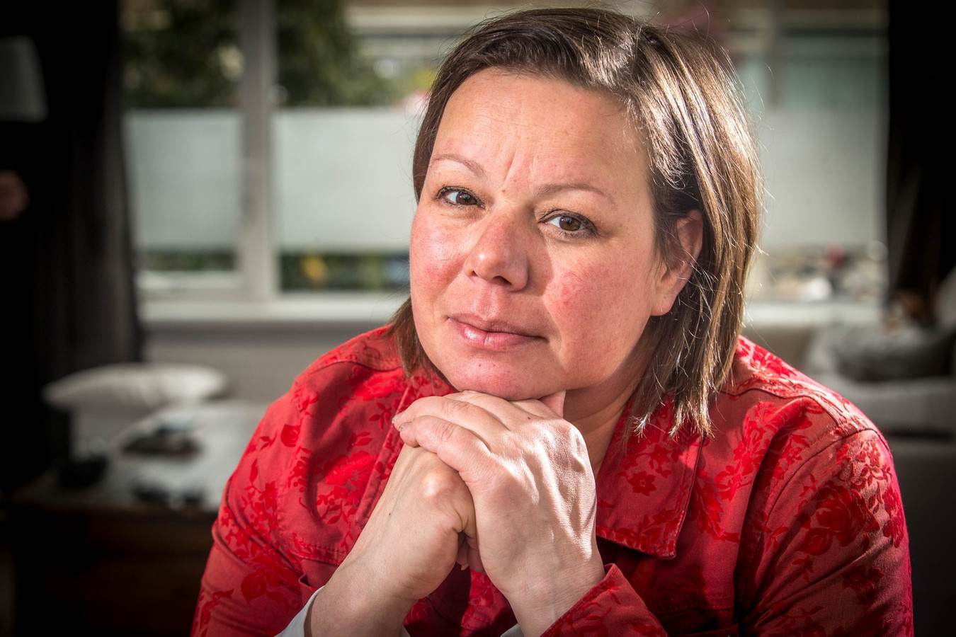 Anne Marie van Veen heeft longkanker en rookt zelf niet daarom gaat ze nu een rechtszaak beginnen tegen de Tabaksindustrie.