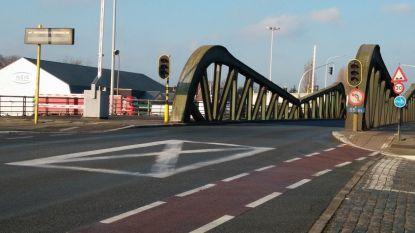 Fietser buiten levensgevaar na aanrijding met vluchtmisdrijf in Gent, bestuurder geïdentificeerd