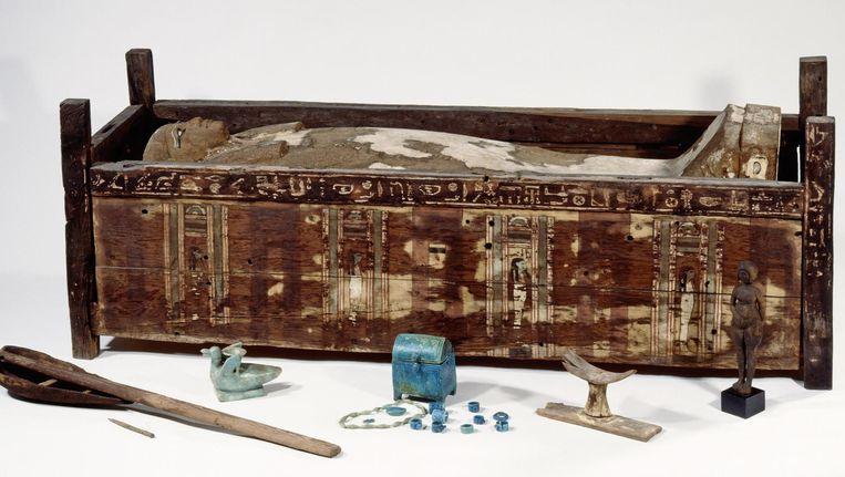 Mummie in een sarcofaag uit Abusir el-Meleg, een gebied langs de Nijl. Beeld Sandra Steiss, Egyptisch Museum, Berlijn