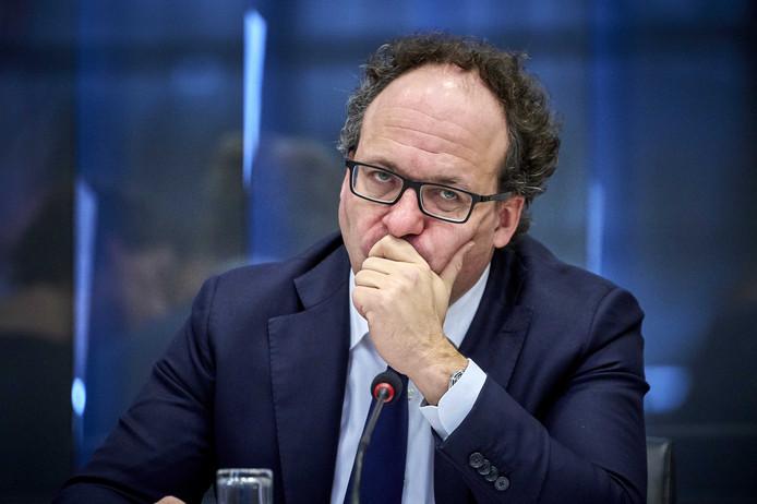 Minister Wouter Koolmees krijgt veel kritiek op zijn zzp-wet. Toch wil hij ermee door, want 'nietsdoen is geen optie'.