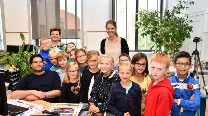 Leerlingen Duinpieper bezoeken gemeentehuis