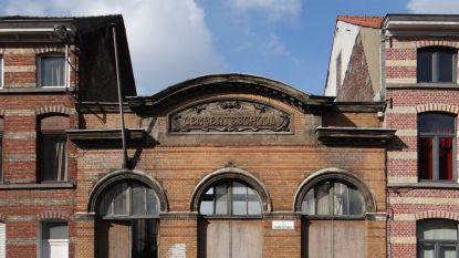WOONVIDEO. Stijn en Annemie kochten een oud gemeenteschooltje en maakten er een moderne thuis van voor hun kinderen
