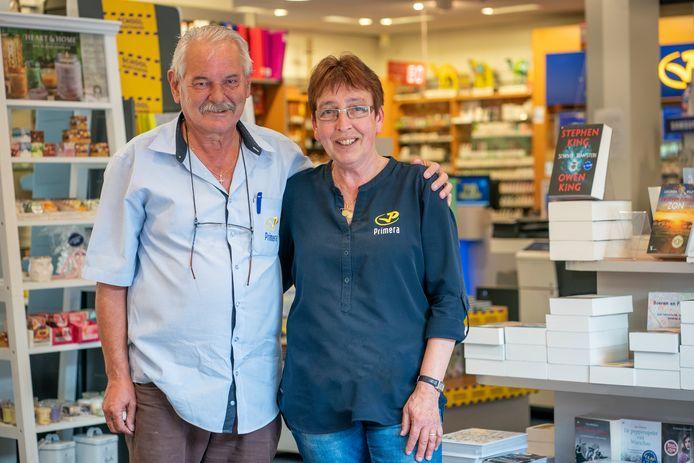 Leo en Corrie Hendriks stoppen eind augustus na 40 jaar met hun Primera in winkelcentrum Coevering Geldrop.