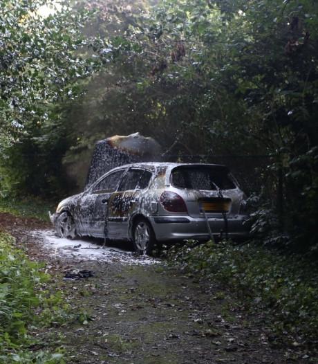 Gestolen auto brandt uit achter gesloten poort in Boxtel