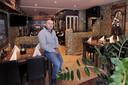 Avdi Lajqi in het restaurant aan de Hooghuisstraat.
