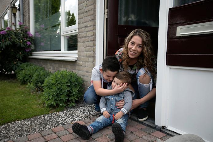 Elsendorp Ilona Chwalisz met kinderen