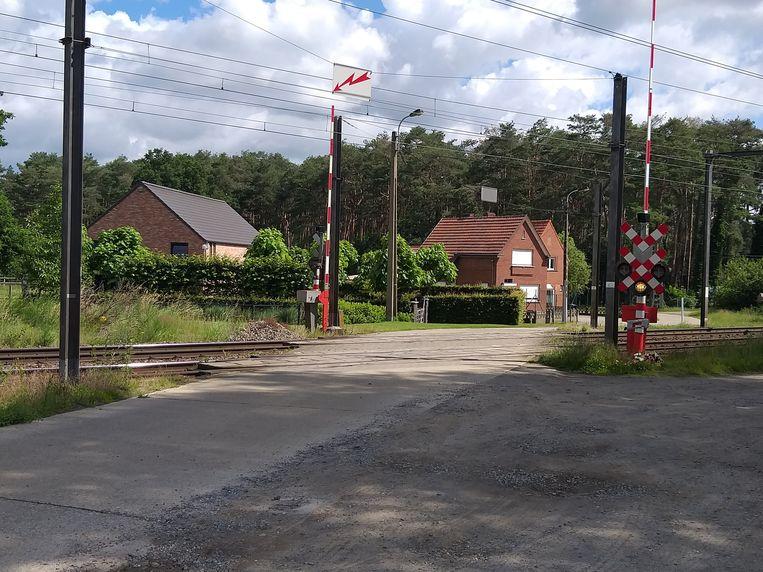 De overweg in Aarschot waar het ongeluk plaatsvond.