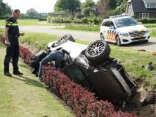 Dure Porsche crasht in droge sloot bij Wijhe: grote verliezer van Deventer rally