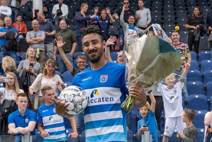 Reza Ghoocchannejhad straalt nadat hij vier keer heeft gescoord bij zijn debuut voor PEC Zwolle.