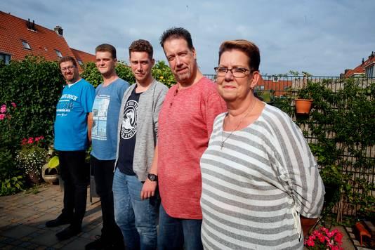 Van links naar rechts: zwager Peter, neef Ludo, zoon Ronald, Peter 't Hart, zus Mery.