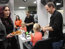 Papa's zwoegen op vlechtjes van hun dochters: 'Lijkt wel jongleren'