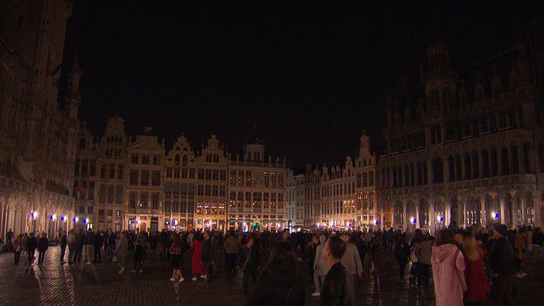 De lichten op de Grote Markt in Brussel worden gedoofd