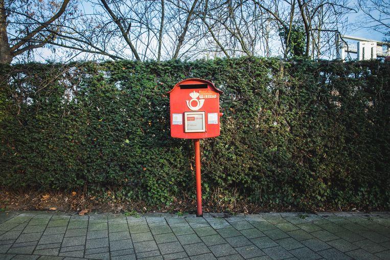rode postbus in de Walstraat in Gent