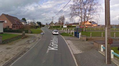 25-jarige man botst tegen verlichtingspaal: twee lichtgewonden