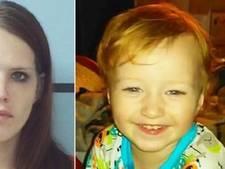 Zoontje vriest buiten dood, terwijl moeder binnen drugsroes uitslaapt
