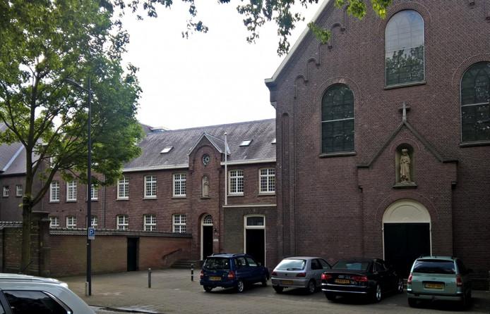 Het klooster aan de Van der Does de Willeboissingel.