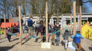 Ouders pimpen speelplaats in vrije tijd