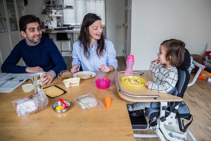 Sara, de 2-jarige dochter van Emine en Bram Verbrugge, heeft de zeldzame spierziekte MDC1A.
