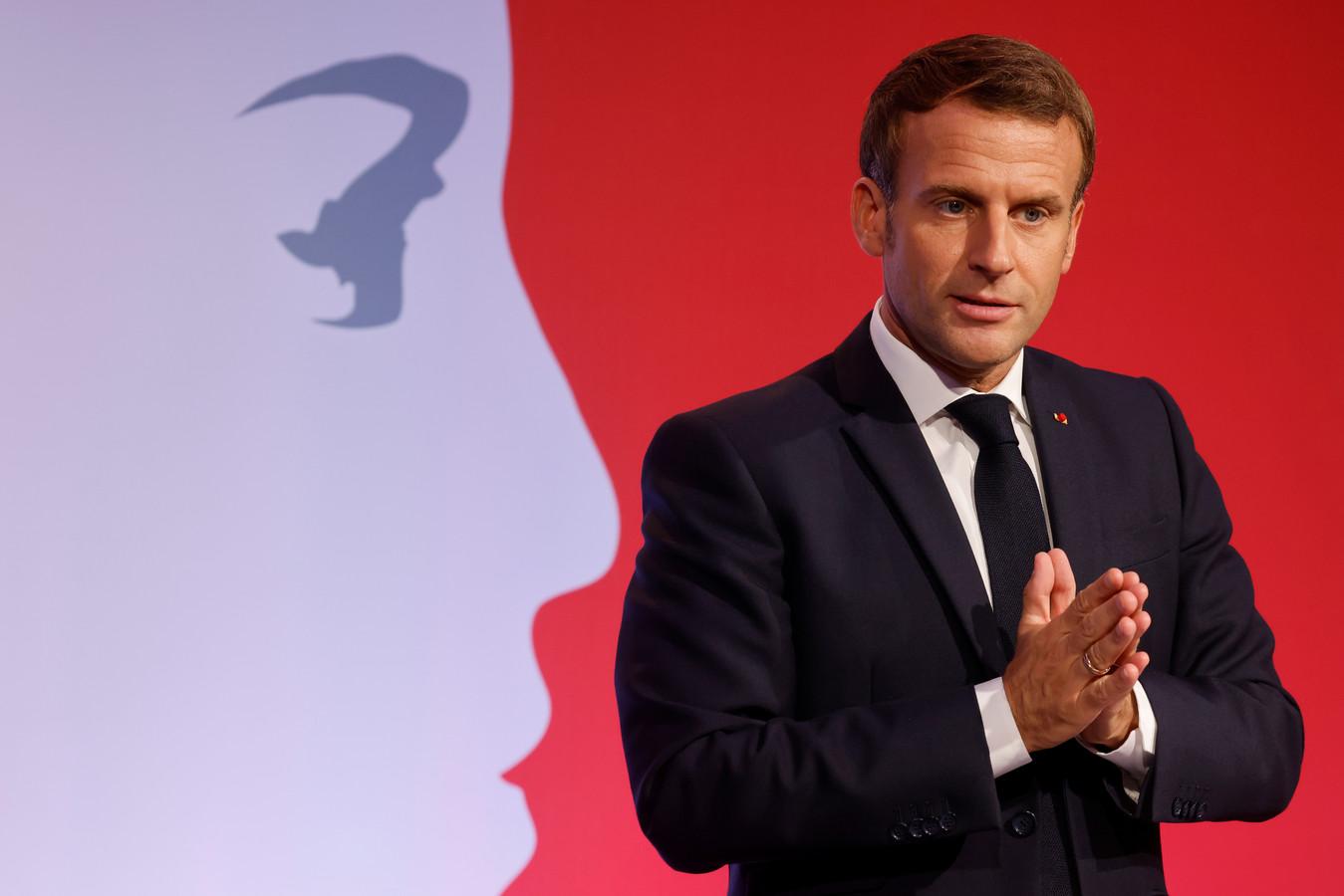 """Le président français Emmanuel Macron présente sa stratégie pour lutter contre le """"séparatisme"""", le 2 octobre 2020."""