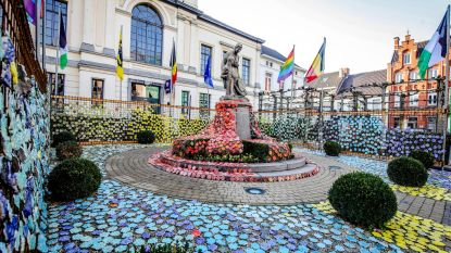 7.000 keramieken bloemen voor 100 jaar WO I